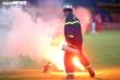 Chuyên gia: 'Một khi rắp tâm mang pháo sáng vào sân, người ta sẽ có cách'