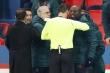Trọng tài phân biệt chủng tộc, trận PSG vs Basaksehir bị gián đoạn
