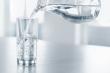 Vì sao uống nước quá nhiều cũng có thể gây độc, làm chết người?