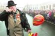 Xúc động bức ảnh cựu binh già bật khóc trong ngày Chiến thắng