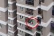 Video: Nam thanh niên cứu sống thần kỳ bé gái 2 tuổi rơi từ tầng 13 chung cư