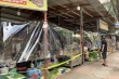 Cảnh mua bán khác lạ chưa từng có ở chợ Hà Nội