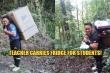 Thầy giáo đi bộ 8 tiếng đường rừng mang tủ lạnh cho học sinh