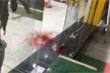 Hai nhóm hỗn chiến, một người bị chém gục trước cửa hàng điện thoại ở Nam Định