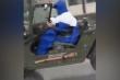 Nỗi khổ mặc áo mưa lái xe mui trần