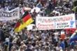 Thế giới có 25 triệu ca COVID-19, dân châu Âu vẫn đi biểu tình