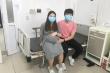 Hạnh phúc vỡ òa ngày ra viện của thai phụ 39 tuần trở về từ Vũ Hán
