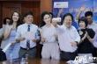 Á hậu Thụy Vân, MC Thu Hương chụp ảnh 'tự sướng' nhận học bổng thạc sỹ
