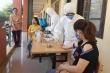 Lấy mẫu xét nghiệm COVID-19 gần 100 sinh viên Đại học Huế đến từ vùng dịch