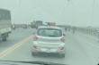 Video: Phẫn nộ tài xế taxi cản đường xe cấp cứu trên cầu Vĩnh Tuy
