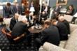 Phó Tổng thống Mỹ cùng ban chuyên trách chống Covid-19 cầu nguyện gây 'bão' mạng