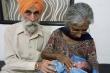 Kỳ lạ: Vợ 65 tuổi vẫn sinh con cho chồng 80 tuổi