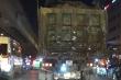 Video: Kinh hãi xe quá khổ, chở bùn đất từ các dự án 'thải bậy' khắp phố Thủ đô
