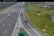 Clip: Hai ô tô quay đầu đi ngược chiều trên cao tốc Hà Nội - Hải Phòng