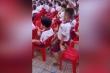 Clip: Màn nhảy múa cực 'phê' của nam sinh phía dưới sân khấu