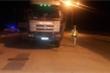 Bị kiểm tra vì xe chở quá tải, tài xế cố thủ trong cabin suốt 5 tiếng đồng hồ