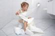 Tranh cãi gay gắt: Con gái đòi đi vệ sinh, cha nên đưa vào nhà vệ sinh nam hay nữ?