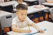 Trẻ lớp 1 còng lưng học chữ, Bộ GD&ĐT yêu cầu không giao bài tập về nhà