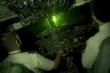 Máy bay bị tia laser cực mạnh chiếu thẳng vào buồng lái