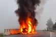 Xe container bốc cháy ngùn ngụt, tài xế tháo chạy thoát thân