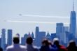 Tiêm kích Mỹ bay biểu diễn, tri ân nhân viên y tế chống COVID-19