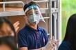 Trường đảm bảo an toàn, học sinh có cần đội tấm chắn giọt bắn phòng dịch?