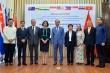 Việt Nam trao tặng vật tư y tế trị cho 8 nước phòng chống COVID-19