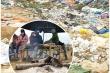 Cận cảnh bãi rác quá tải khiến dân đặt barie, dựng lều canh giữ