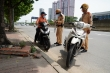 Ảnh: CSGT xử phạt người ra đường không lý do chính đáng khi giãn cách xã hội