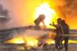 Xe F1 gãy đôi, bốc cháy ngùn ngụt, tay đua may mắn thoát chết