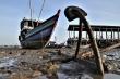 Ngư dân bất lực nhìn tàu thuyền mắc cạn ở cảng 110 tỷ đồng
