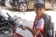 Nói với bà đi đổ rác, bé trai 6 tuổi đạp xe bỏ nhà đi