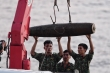 Quả bom dài 1,6m gần cầu Long Biên được trục vớt thế nào?