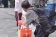 Video: Cảm động người cha đi xe buýt hơn 1 ngày, mang thực phẩm cho con gái