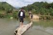 Hành trình trèo đèo, lội suối 'cõng chữ lên non' của thầy cô giáo ở Nghệ An