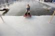 Những lợi ích bất ngờ từ việc bơi nước lạnh bạn chưa hề biết