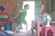 Con gái đánh đập, xúc rác đổ lên đầu mẹ già ở Long An đối diện hình phạt nào?