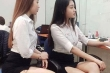 Hai cô gái Hà Nội xinh đẹp gây xôn xao khi diện váy ngắn và để lộ hình xăm nơi công sở