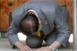 Giáo chủ Tân Thiên Địa quỳ gối xin lỗi người Hàn Quốc