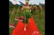 Clip: Các quý ông diện váy bằng rau cần, rau cải
