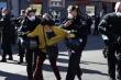 Cảnh sát Pháp, Đức mạnh tay dẹp biểu tình phản đối phong tỏa