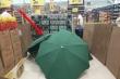 Nhân viên đột tử, chủ siêu thị che thi thể tiếp tục bán hàng, gây phẫn nộ