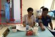 Nữ tạp vụ mặc blouse trắng khám bệnh cho công nhân: UBND tỉnh Bình Dương chỉ đạo khẩn