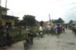 Nghi bắt cóc trẻ em gần cổng trường, người đàn ông bị dân bắt giữ giao công an