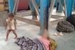 Nghẹn lòng bé trai cố đánh thức mẹ vừa qua đời do nắng nóng kỷ lục ở Ấn Độ