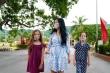 Hai con của Hồng Nhung tìm thú vui trong khu cách ly tập trung