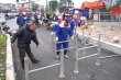 Cận cảnh rào chắn ngăn những kẻ vô văn hóa phi xe máy vào đường đi bộ dài nhất Thủ đô