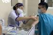 10 nhân viên y tế BV Thanh Nhàn, Hà Nội gặp phản ứng sau tiêm vaccine COVID-19