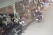Video: Vờ mua hàng, hai tên cướp giật dây chuyền của người phụ nữ giữa chợ