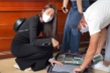 Vợ chồng Thủy Tiên - Công Vinh mang cả vali tiền đi cứu trợ miền Trung
